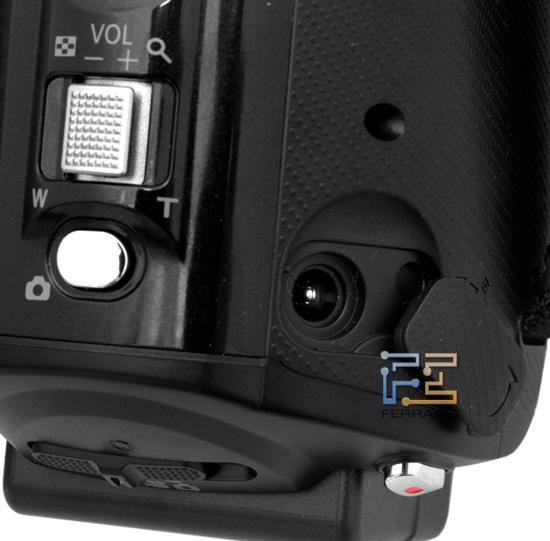 Разъем для подключения внешнего питания на корпусе видеокамеры Panasonic HDC-SD800