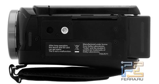 Нижняя панель Panasonic HDC-SD800 и разъем для крепления на штатив