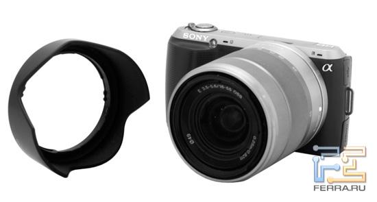 Sony NEX-C3 с блендой, вид спереди