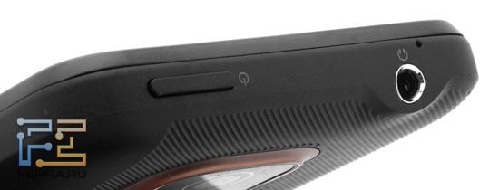 Верхний торец корпуса HTC Evo 3D - кнопка питания и гарнитурный разъем