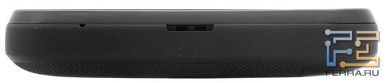 Конструкционные элементы на нижнем торце корпуса HTC Evo 3D