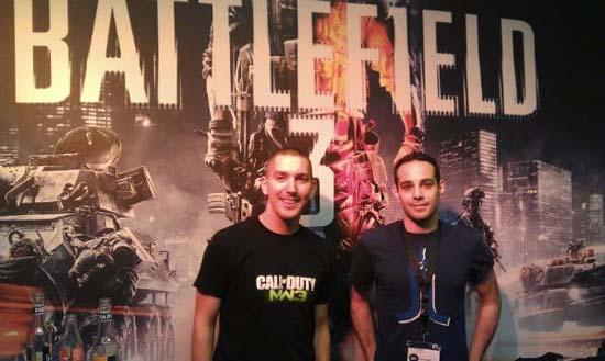 Сотрудник Infinity Ward на фоне плаката Battlefield 3 о, GamesCom 2011, как ты непредсказуема!
