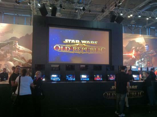 Редкий кадр один из тех моментов GamesCom 2011, когда народа возле стенда Star Wars: The Old Republic не так уж много