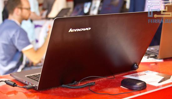 Металлическая задняя крышка Lenovo U300s смотрится достаточно эффектно
