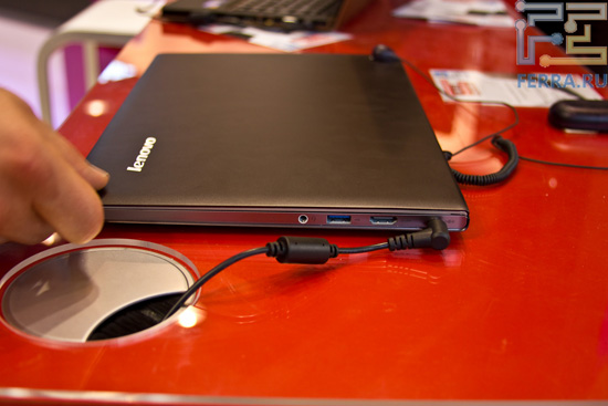 В закрытом виде Lenovo U300s выглядит внушительно