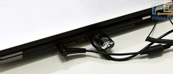 Задняя грань Acer S3 и MacBook Air
