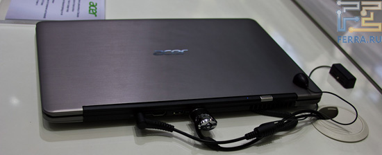 Задняя грань Acer S3 — отдельно