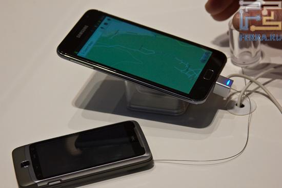 Сравниваем размеры Samsung Galaxy Note с HTC Desire Z, тоже немаленьким смартфоном