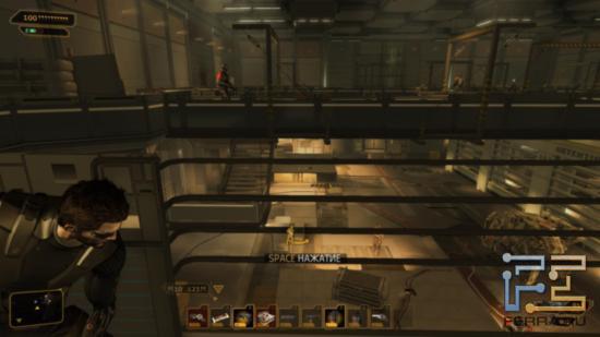 Порой картинку Deus Ex: Human Revolution легко спутать с какой-нибудь из частей Metal Gear Solid - виной тому похожие солдаты и роботы