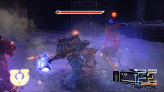 Warhammer 40.000: Space Marine - Когда над противником появляется специальная иконка, это означает, что он оглушен и можно совершить эффектную экзекуцию