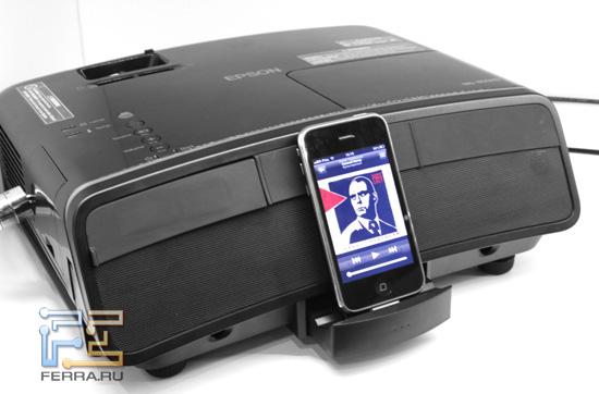 iPhone 3GS в доке проектора Epson MG-850HD