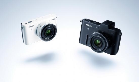 Nikon 1 V1 и J1 в черном и белом цвете