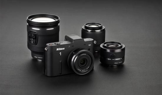 Nikon 1 V1 с четырьмя представленными объективами