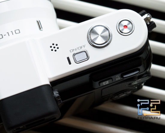 Кнопки на верхней стороне корпуса Nikon 1 V1