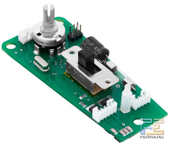 Контроллер Gametrix JetSeat KW-901, который находится внутри пульта. Именно он отвечает за правильную работу накидки