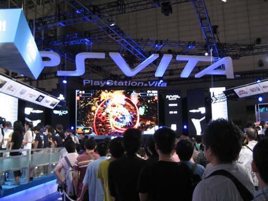 Несмотря на тот факт, что в Японии PlayStation Vita появится раньше всего, на Tokyo Game Show 2011 посетители не упустили своего шанса как следует