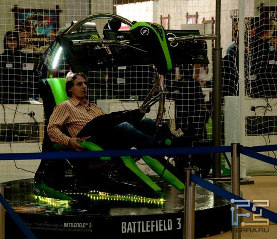 Игромир 2011: внутри вот этой страшной конструкции можно было поиграть в Battlefield 3