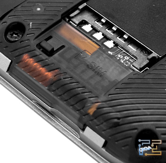 Слот для SIM-карты в HTC Rhyme