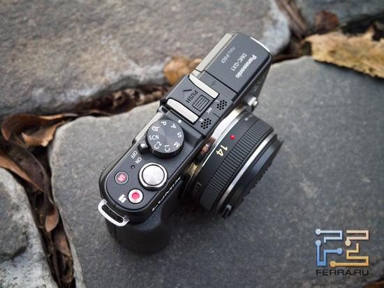 Обратите внимание на выступающую рукоятку на корпусе Panasonic Lumix GX1