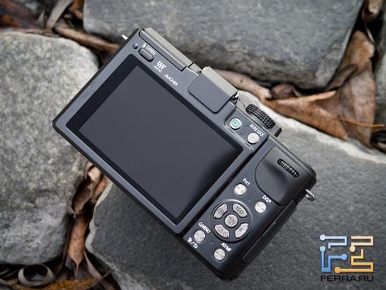 Сенсорный экран и механические элементы управления на тыльной стороне Panasonic Lumix GX1
