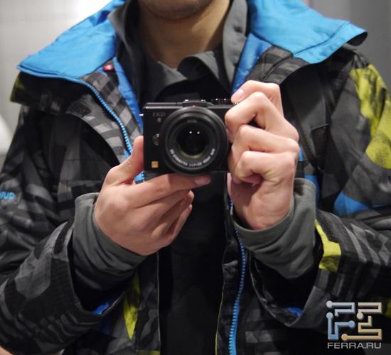 Panasonic Lumix GX1 + Leica DG Summilux 25/1.4: ISO 1600, 25 мм, 1/50, f/1.8
