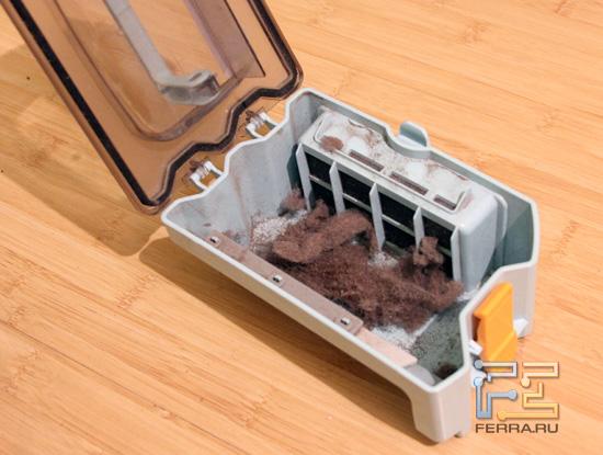Контейнер для пыли LG Home Bot VR591. C пылью.