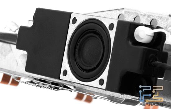 Один из динамиков Acer DX241H