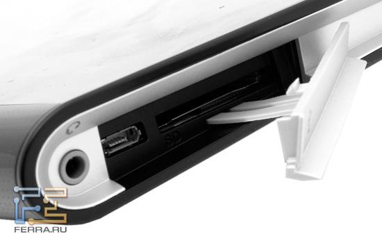 Разъемы под заглушкой на корпусе Sony Tablet S