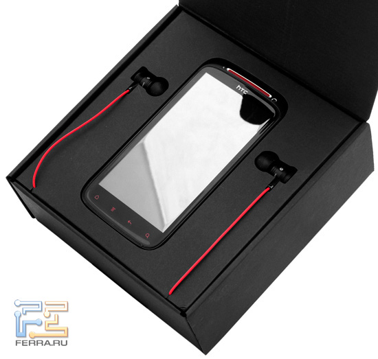 HTC Sensation XE красиво упакован и сразу заставляет обратить внимание на наушники