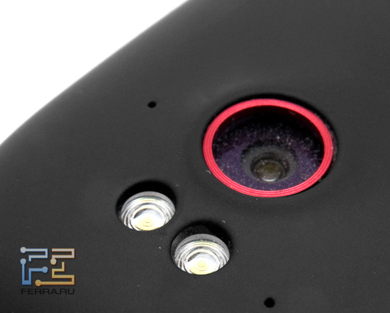 Объектив встроенной камеры HTC Sensation XE