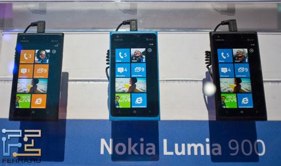 Lumia 900 на стенде Nokia на CES 2012
