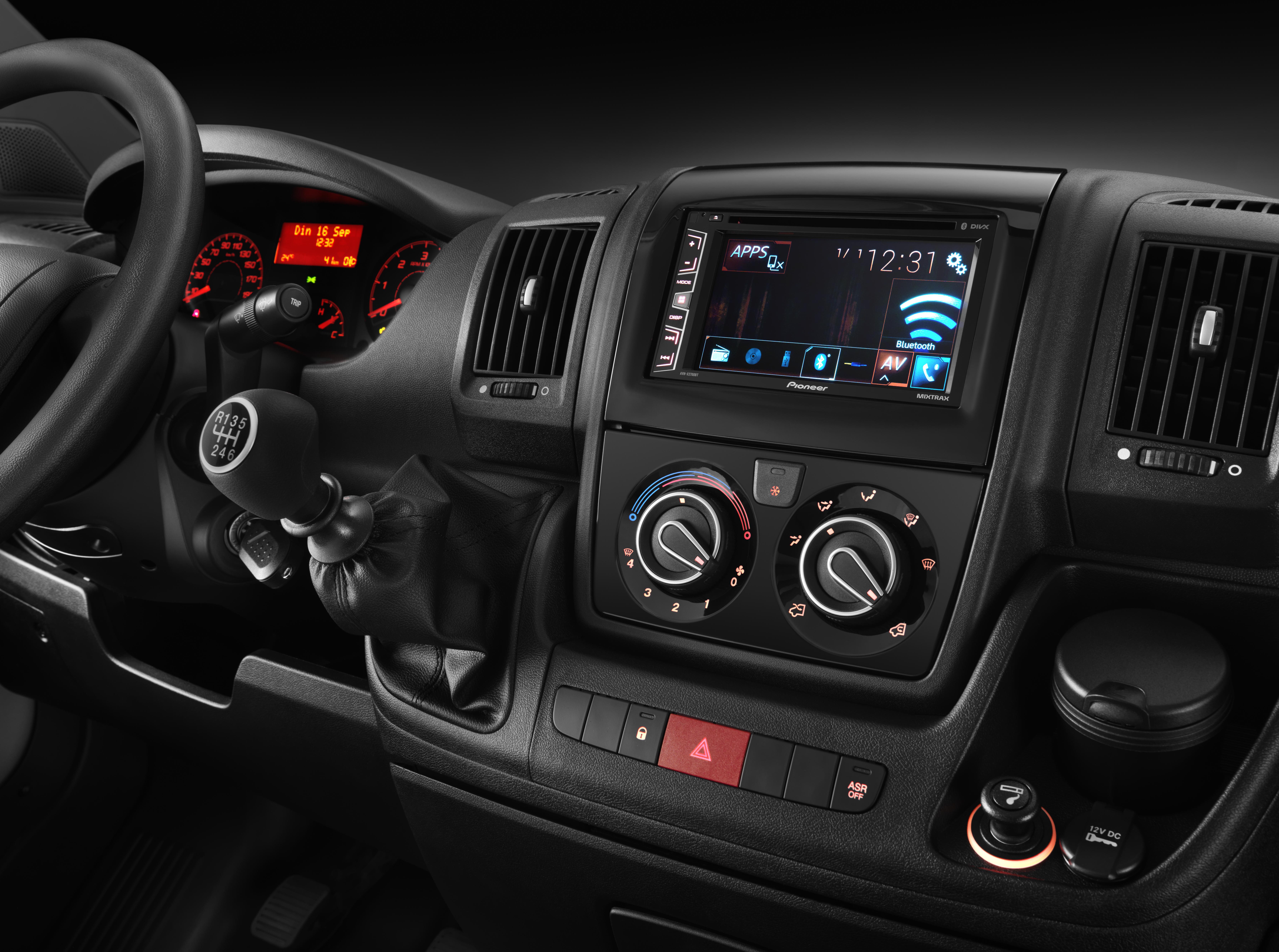 Pioneer пополнила линейку недорогих автомобильных AV-ресиверов