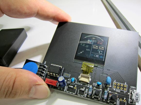 Sharp разрабатывает энергоэффективные дисплеи для носимых гаджетов