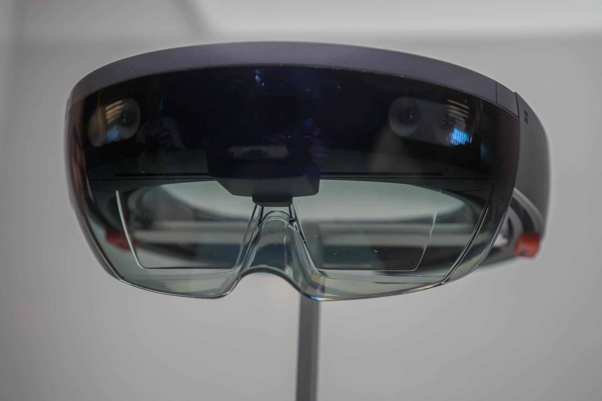 ASUS готовит свою версию Microsoft HoloLens