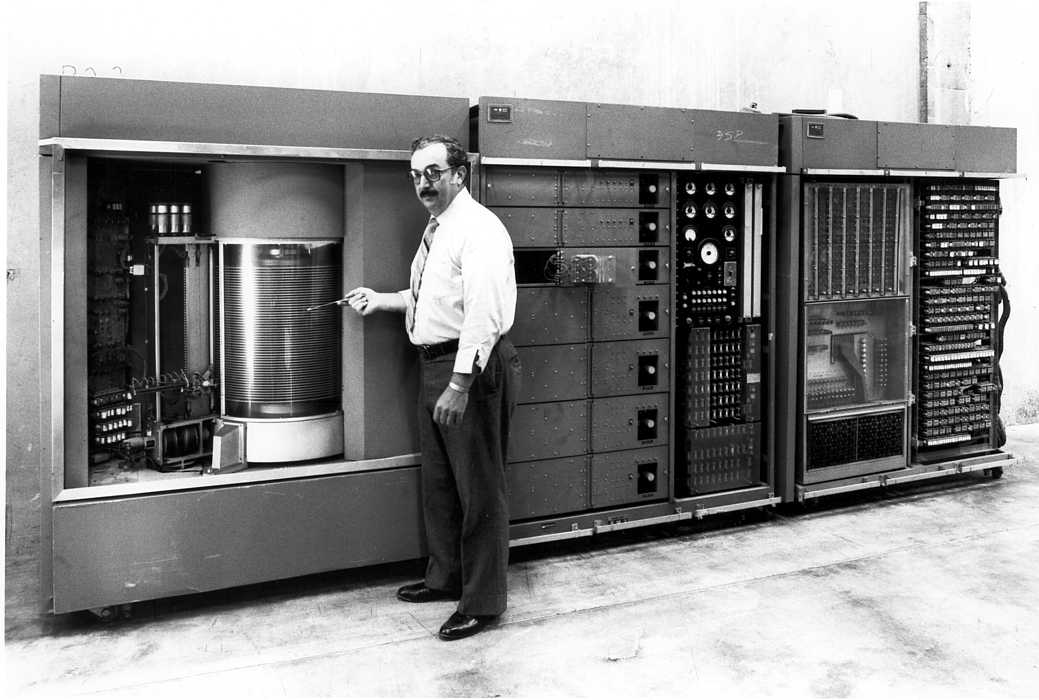 the history and invention of the hard drive Hard drives & disks how floppy disk drives work by gary brown history of the floppy disk drive prev next the floppy disk drive (fdd) was invented.