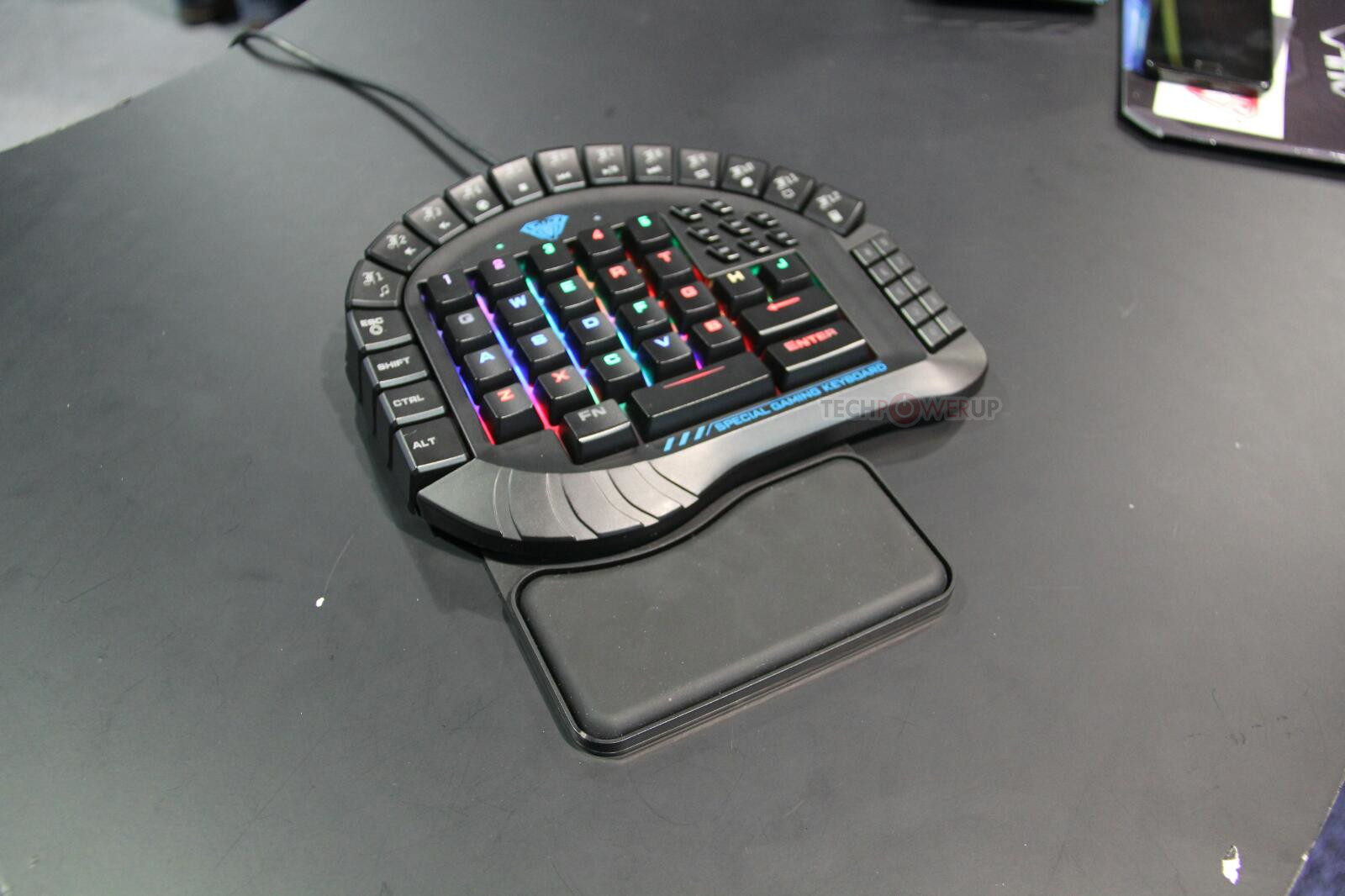 CES 2017: Клавиатуры AULA подойдут фанатам шутеров