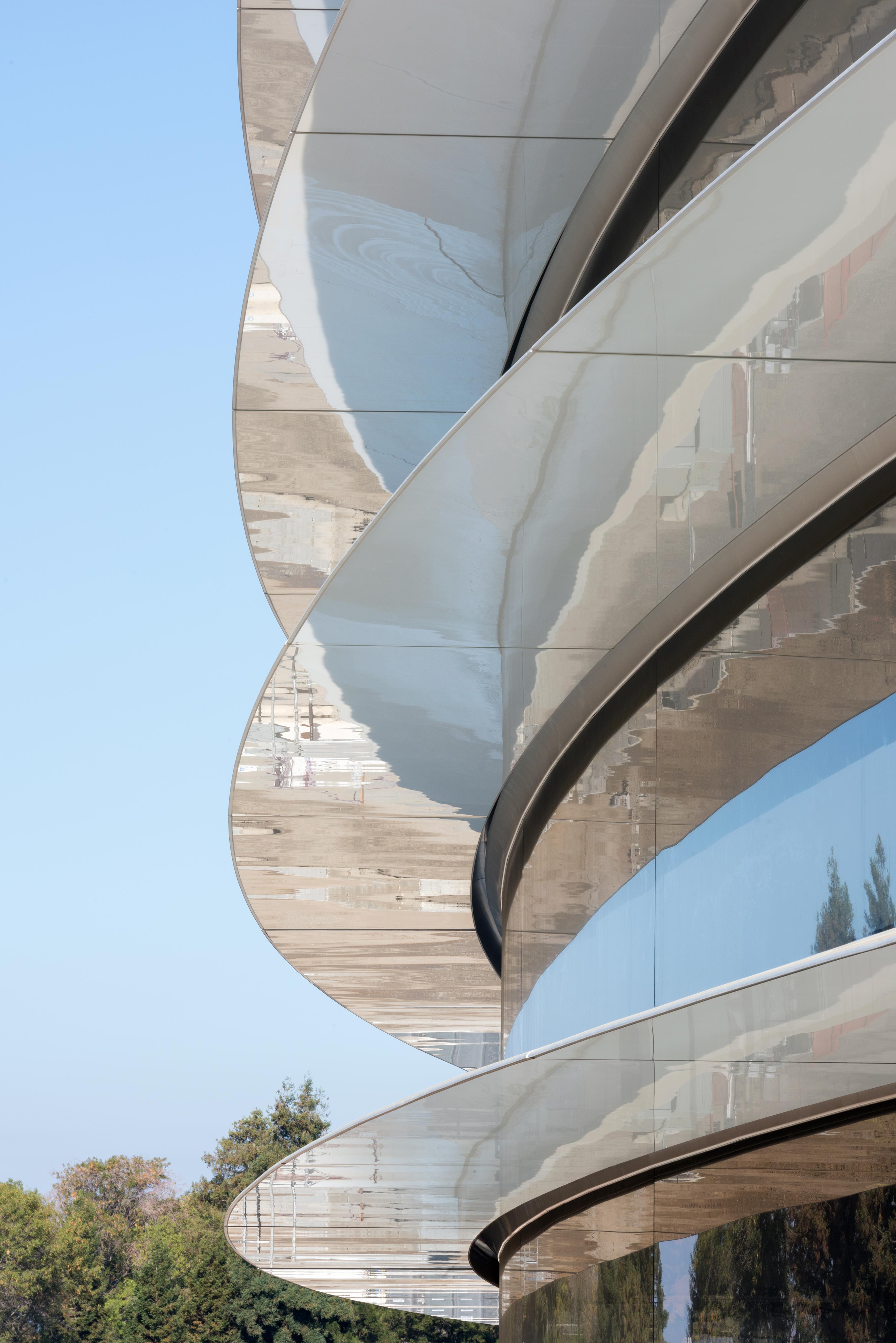Apple представила новый кампус Park, открытие в апреле