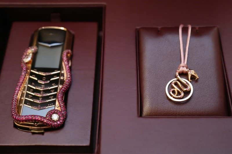 Vertu выпустила телефон Signature Cobra за 350 000 долларов