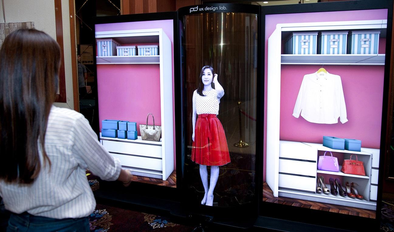 LG показала 77-дюймовый гибкий прозрачный OLED-дисплей