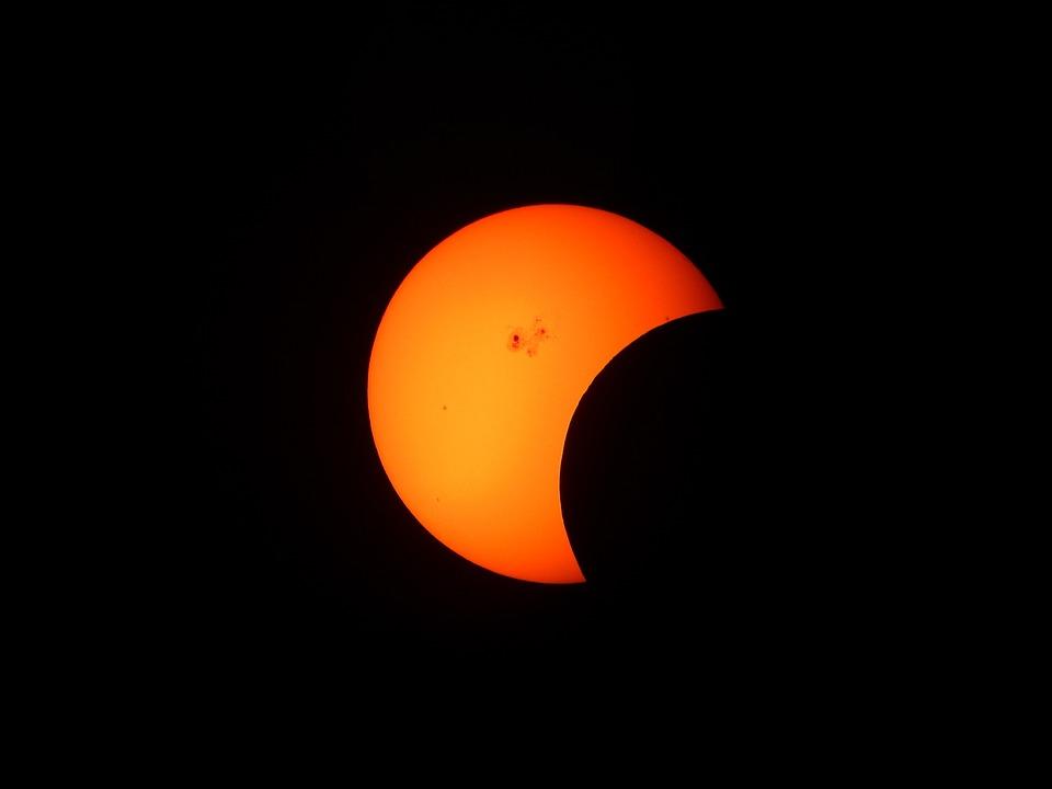 Авиакомпании США предложили понаблюдать за солнечным затмением из окон самолетов