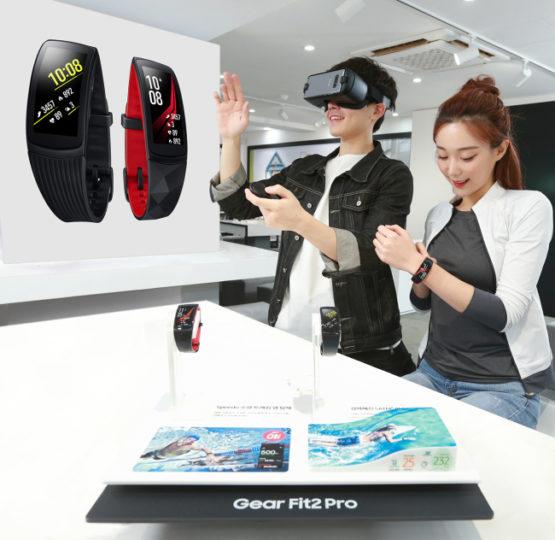 Samsung начала продажи Gear Fit 2 Pro и Gear VR