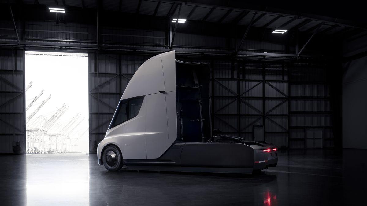 Tesla представила электрогрузовик с автопилотом