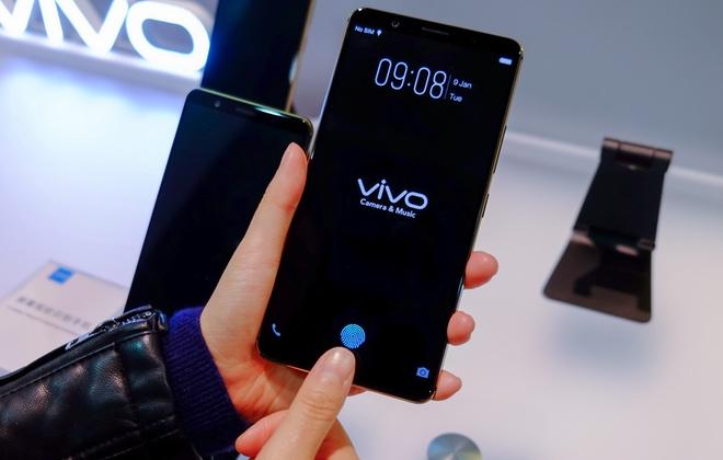 Vivo показала первый смартфон с экранным сканером отпечатков пальцев