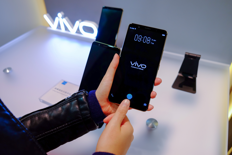 Рассекречена цена первого в мире смартфона с экранным сканером отпечатков пальцев