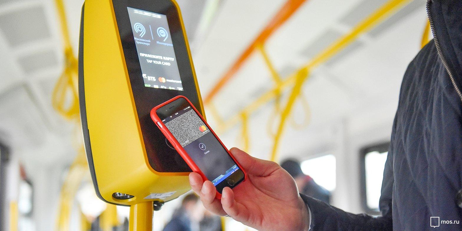 В московских автобусах заработает бесконтактная оплата со смартфонов