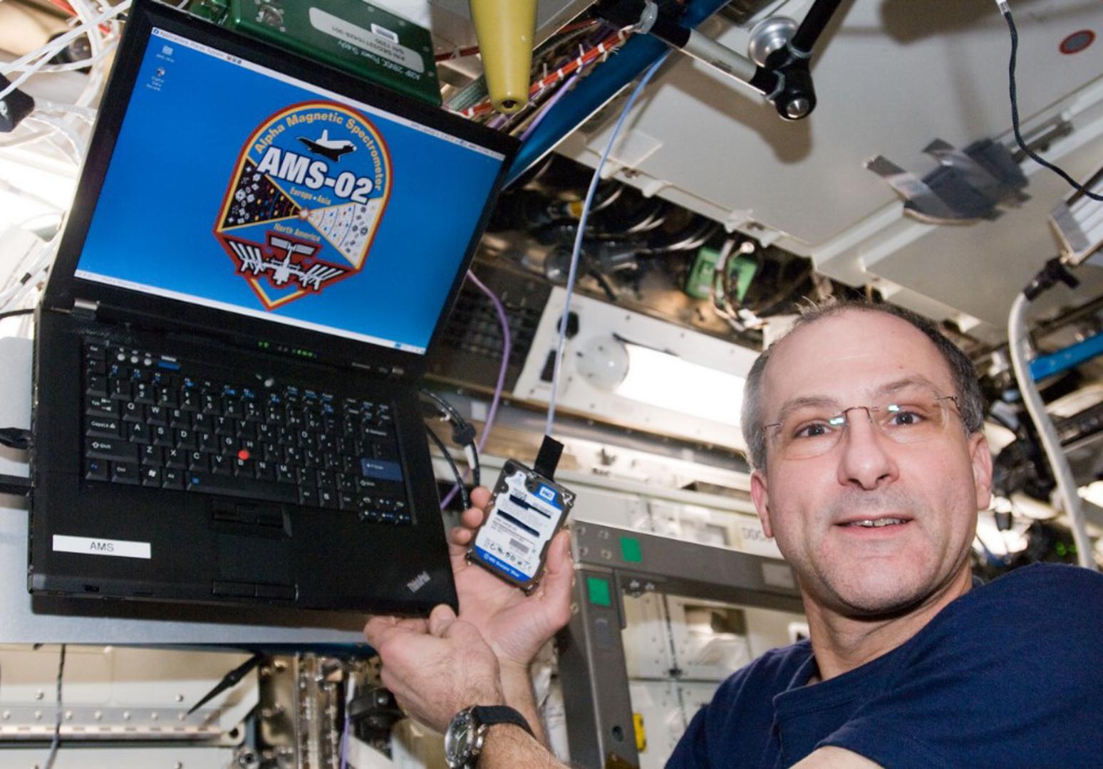 Первый ноутбук в космосе