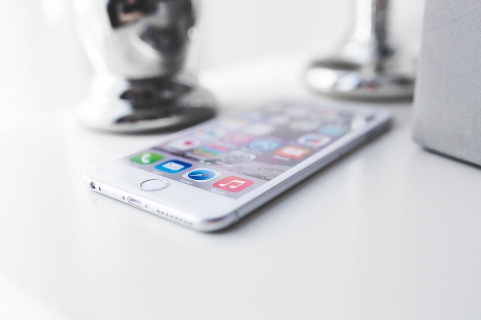 Самые дешёвые iPhone пропадут из продажи в России