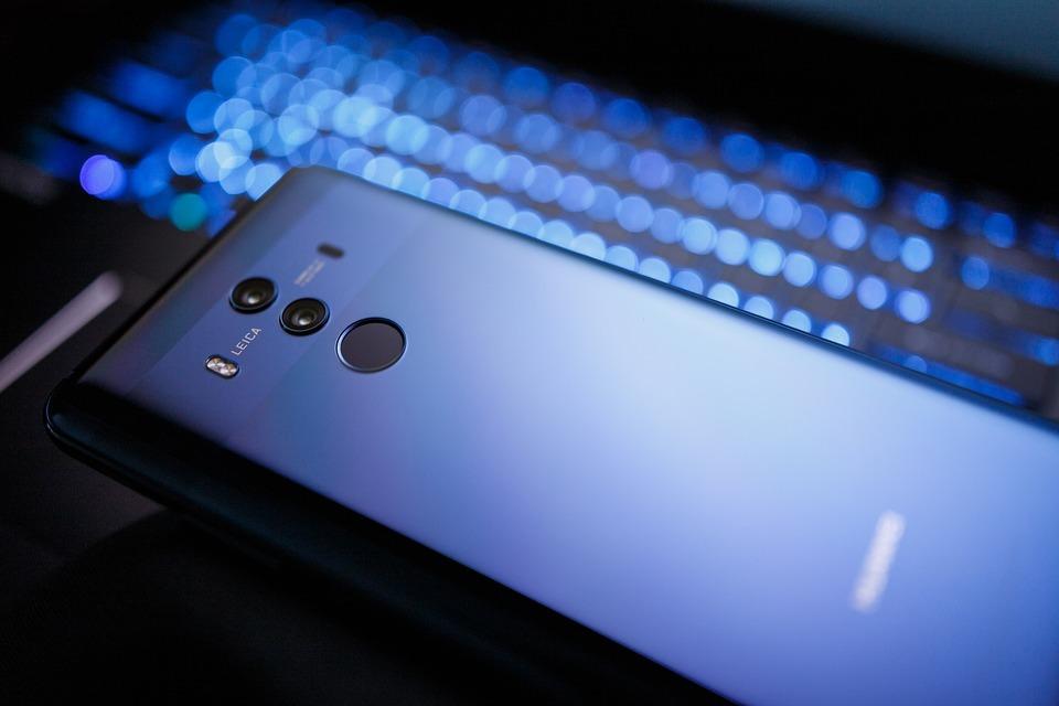 Huawei обогнала Samsung по выручке со смартфонов в России