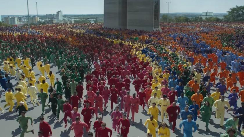 Apple хвастает яркими цветами дисплея iPhone XR в новой рекламе