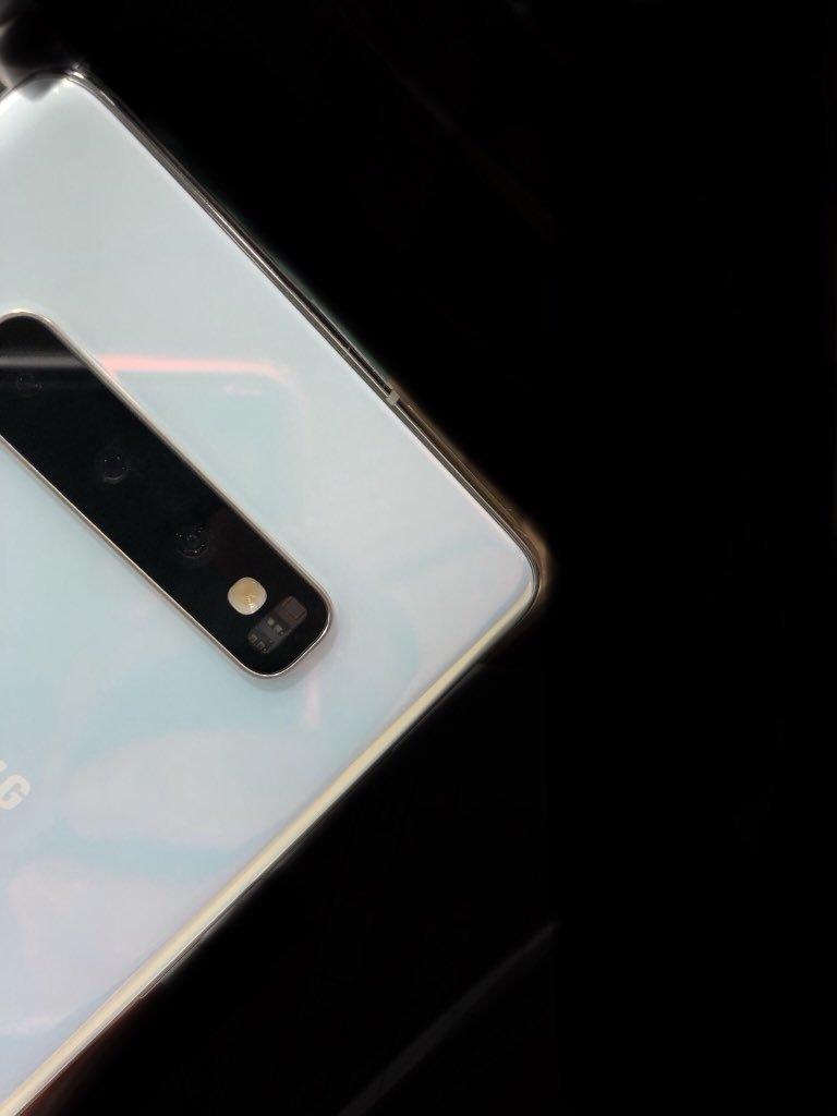 Керамический Samsung Galaxy S10+ показался вживую